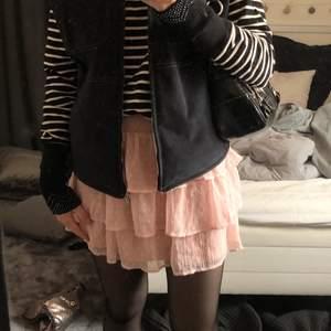 Intressekoll på denna superfina rosa kjol!❤️ Om det finns intresse kontakta mig privat!❤️