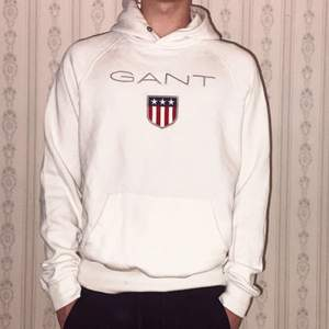 Gant tröja i bra skicka som jag inte använder. Snören som är vid toppen av tröjan har försvunnit i tvätten.