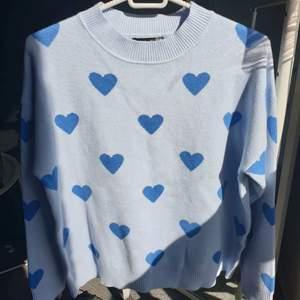 super fin tröja från shein som aldrig har kommit till andvändning, köparen står för frakt!!