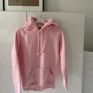 Såååå snygg babyrosa hoodie från Bik bok💕💕💕Köpt för några år sedan och har inte använts mycket alls:)