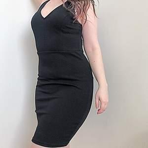 Svart tajt cocktail dress i storlek 40