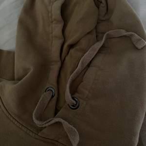 Säljer nu min hoodie då den aldrig kommer till användning!