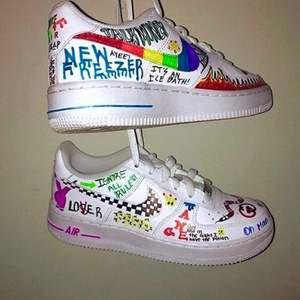⚠️SÄLJER OM FÖR ATT DE ANDRA KÖPARNA VAR OSERIÖSA ⚠️Säljer 3 olika målade Nike air force 💕💕 Säljer för att de är för små för mig. De första och andra skorna är storlek 38 och de sista är storlek 39 💕 Säljer skorna direkt för 300kr om någon är intresserad 💕💕💕
