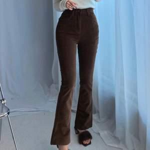 (LÅNADE BILDER) säljer dessa bruna bootcut jeans då de tyvärr var för korta på mig, är 170! Superfina i övrigt🥰 frakt ingår ej
