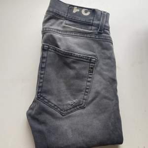 Gråa Dondup jeans i stl 31 (herr). Bra skick!