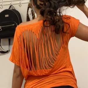 Super snygg unik tröja ❤️ passar en xs till L (tjejen på bilden är en Small) 💋