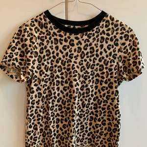 Säljer denna fina leopard t-shirten från H&M✨ frakt ingår inte