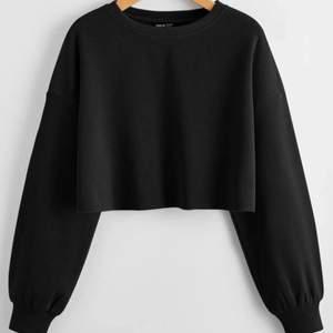 Jag säljer nu denna svarta långärmade tröja från shein i storlek L. Anledningen till att jag säljer den är för att den inte kommer till användning. 119kr + frakt <3