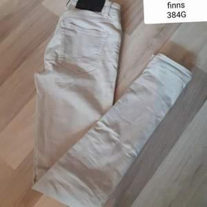 TIGER OF SWEDEN JEANS/BYXOR STRL 27/34, fina men finns små tvättludd