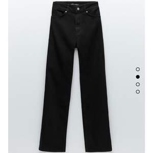 Populära och slutsålda jeans från Zara. Storlek 36, använda fåtal gånger.