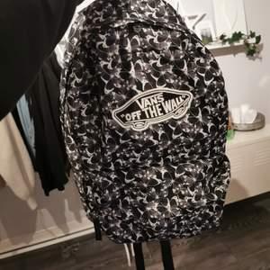 En välanvänd ryggsäck från vans! Inga fel på den alls❤️ 100kr+frakt