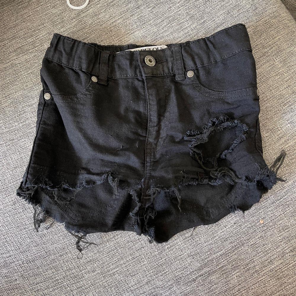 Shorts i stretchigt material, fint skick. Shorts.