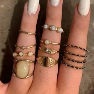 Ringarna är storlek M/L!                                                          1 för 10, 2 för 15, 3 för 20, 4 för 25 osv! Och på sista bilden är det 1 för 5, 2 för 7, 3 för 10 osv! Köp hur många ringar du vill! Inget fel på dom alls!