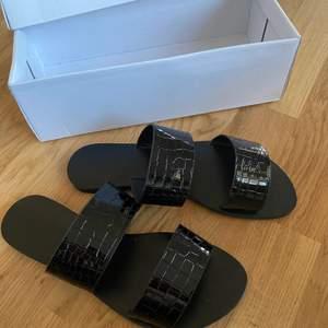 Detta är ett par super fina sommar sandaler från SHEIN som tyvärr inte passar mig. Använda endast för prövning och ordinarie pris 150kr💕Köparen står för frakten💙