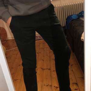 Tjenare jag säljer mina shaping newtomorrow jeans för att jag inte använder dom jag har andhämtning som en gång inte mer så tänkte att någon annan kunde säkert ha dom gilla dom mer dom kan fraktas men köparn står för fraktkostnad! Mvh Max dom är i storlek L30/w30