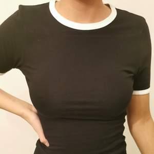 T-shirt från Asos i storlek 36. Använd två gånger.
