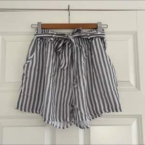 Ett par oanvända shorts i storlek S. OBS! Plagget är var inte struket på bilderna.  Köparen står för frakten som ligger på 50 kr och betalning sker via swish<3