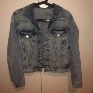 Svincool vintage jeansjacka, knappt använd! 130kr +frakt