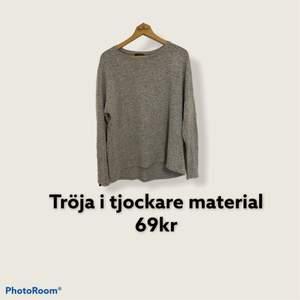Helt ny, aldrig använd, grå/vit/svart tröja i thockare material, mysig tröja.