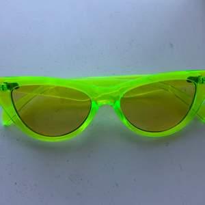 Solglasögon. Aldrig använda. Köparen står för frakten.