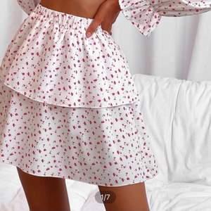 Jätte fin kjol men inte min stil riktigt, storlek s från shein