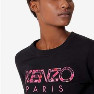 Säljer denna fina Kenzo tröja i storlek S, köpt på jackie för 2000kr. Tröjan är använd max 5 gånger. Köparen står för frakten, kan möjligtvis mötas i Stockholm.