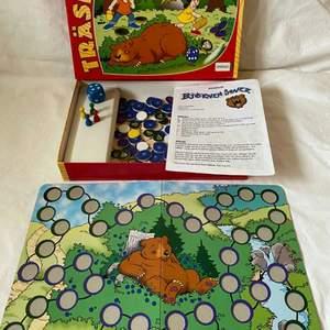 Barndoms spel med sagan Björnen sover! Fint och bra skick!