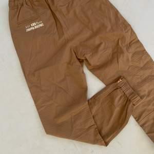Khaki chino byxor aldrig använda helt nya