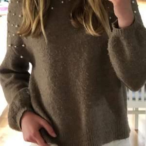 Stickad tröja från vero moda! extremt skön men använder inte längre, litet hål i ärmen som går att fixa. Storlek S, orginalpriset var 500kr.