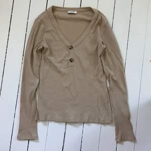 bas tröja från PIECES. skönaste materialet