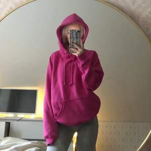 Rosa hoodie från bikbok