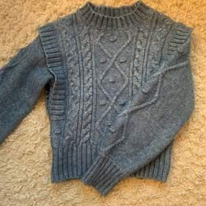 Söt blå stickad tröja från Lindex, köparen står för frakten:)
