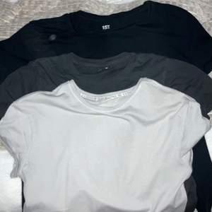 1 för 45 - 2 för 70 - 3 för 95! Gråblå (S), svart (L) och mörkgrå tröja med tryck (L/XL)! Frakt tillkommer och betalning sker via Swish! 🤍