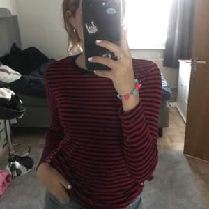 Randig tröja från vero Moda! Använd ca 2 gånger =Som ny skick!! 💋