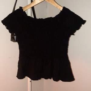svart tröja från Gina Tricot i storlek S