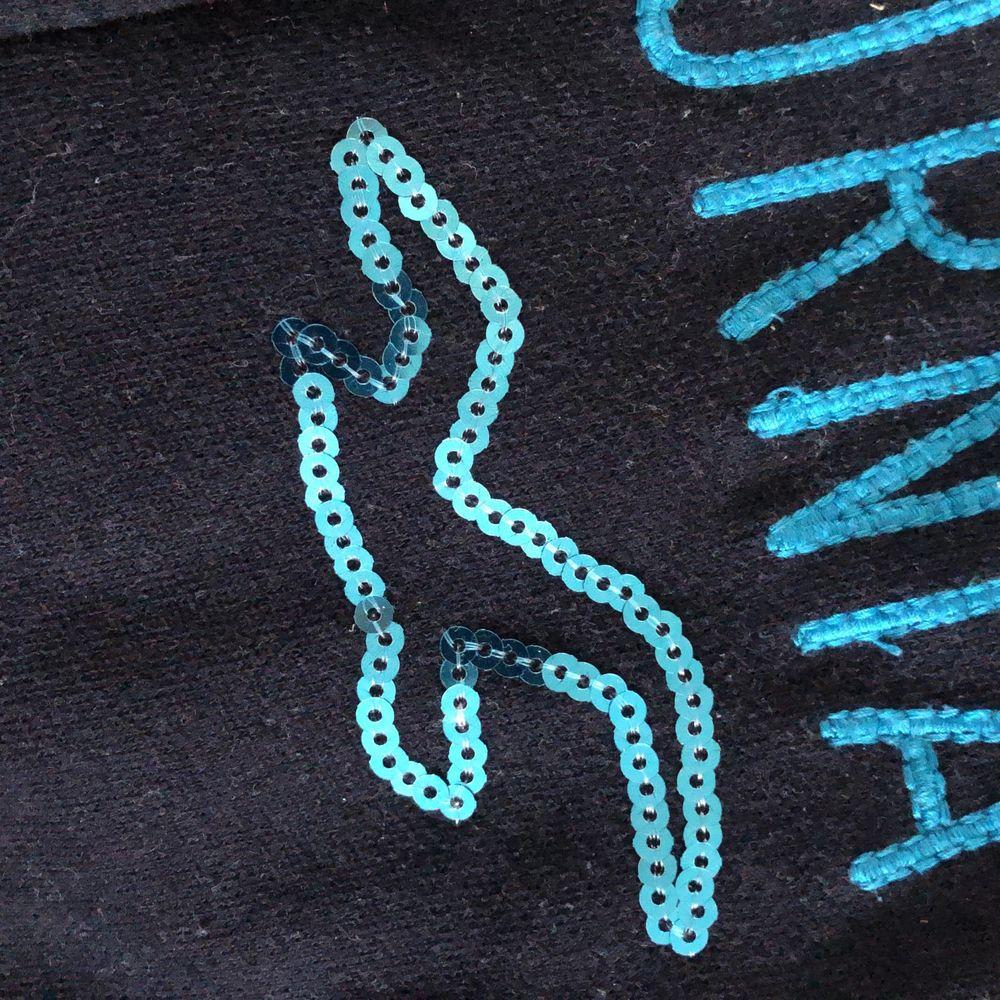 En hollister huvtröja i bra skick, fin blå färg. Storlek xs. . Huvtröjor & Träningströjor.