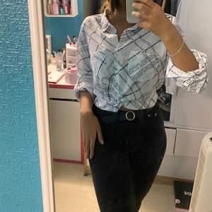 En jätte fin skjorta med svart text från newyorker, skön matrial men oanvönd 🤍 S/M