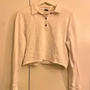 Fin långärmad tröja från Gina Tricot. Små slitage i sömmarna och ganska väl använd. Säljer pga för liten. Köparen står för frakt, pris kan diskuteras. Kan fraktas tillsammans med andra varor.