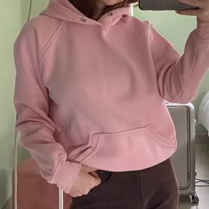 Ljusrosa hoodie från bikbok. Storlek xs men passar s.