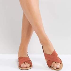 Jättesnygga korall färgade suede sandaler från Parklane!! Köpta på asos för flera år sedan så finns ingenstans, är helt slutsålda och aldrig använda.