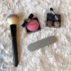 Lite olika sminkprodukter 💕 finns oanvänt blush, ögonskugga, nagelfil och borste! 5kr styck! ❌ Blushen och borsten är sålda ❌