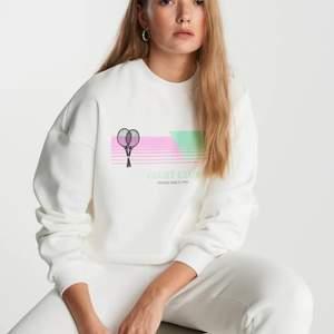 Skitsnygg helt oanvänd cropped sweatshirt från ginatricot.