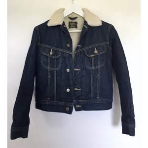 """Lee jeansjacka fodrad med teddyfoder/teddyfleece. """"Lee Women's Premium Quality Sherpa Lined Jacket"""". Storlek S, ny! Skickas mot fraktkostnad 66kr (spårbart)"""