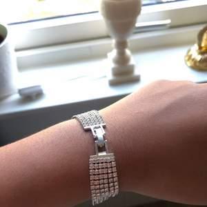 Armband med små glittrande stenar som jag använde till min avslutningsmiddag 💕