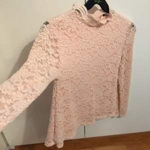 Söt rosa tröja i storlek 152, är som en xxs/xs, använd någon enstaka gång, från Cubus 💕