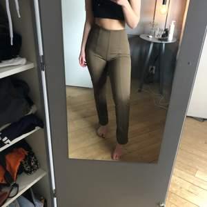 Perfekta bruna byxorna från arket storlek 36, tyvärr lite små för mig, finns inte att köpa längre.