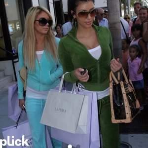 SÖKER ett grönt eller blått juicy couture set:) spelar ingen om den blåa och gröna färgen är samma nyans som på bilderna