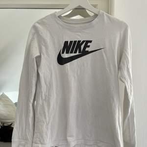 Nike långärmad storlek s i bra skick