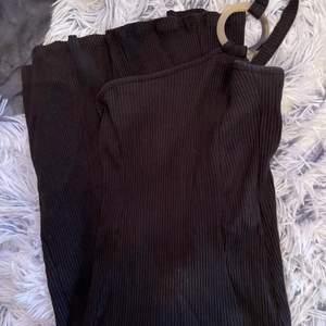 Midi klänning från Na-kd i strl 34.