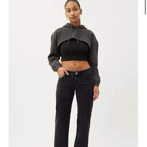 Säljer dessa assnygga lågmidjade jeansen strlk 30/32 (små i storleken) passar mig som oftast har 36/38 i jeans. Har aldrig använt de❤️❤️